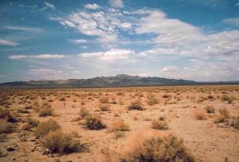 1280px-Death_Valley,19820816,Desert,incoming_near_Shoshones